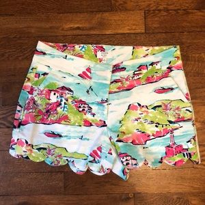 Crown & Ivy Tropical Scalloped Shorts - 2 Petite